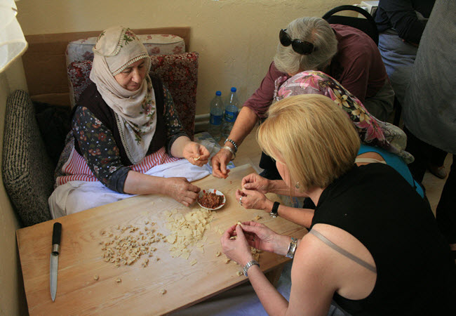 """Learning how to make traditional """"mantı"""""""