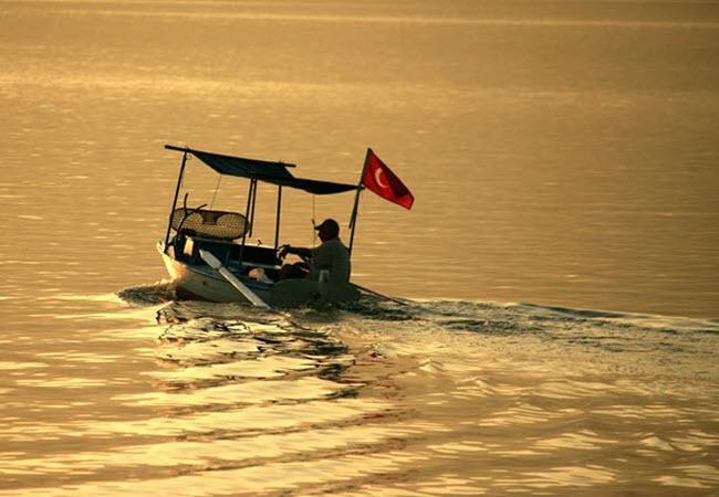 Fisherman starts the day